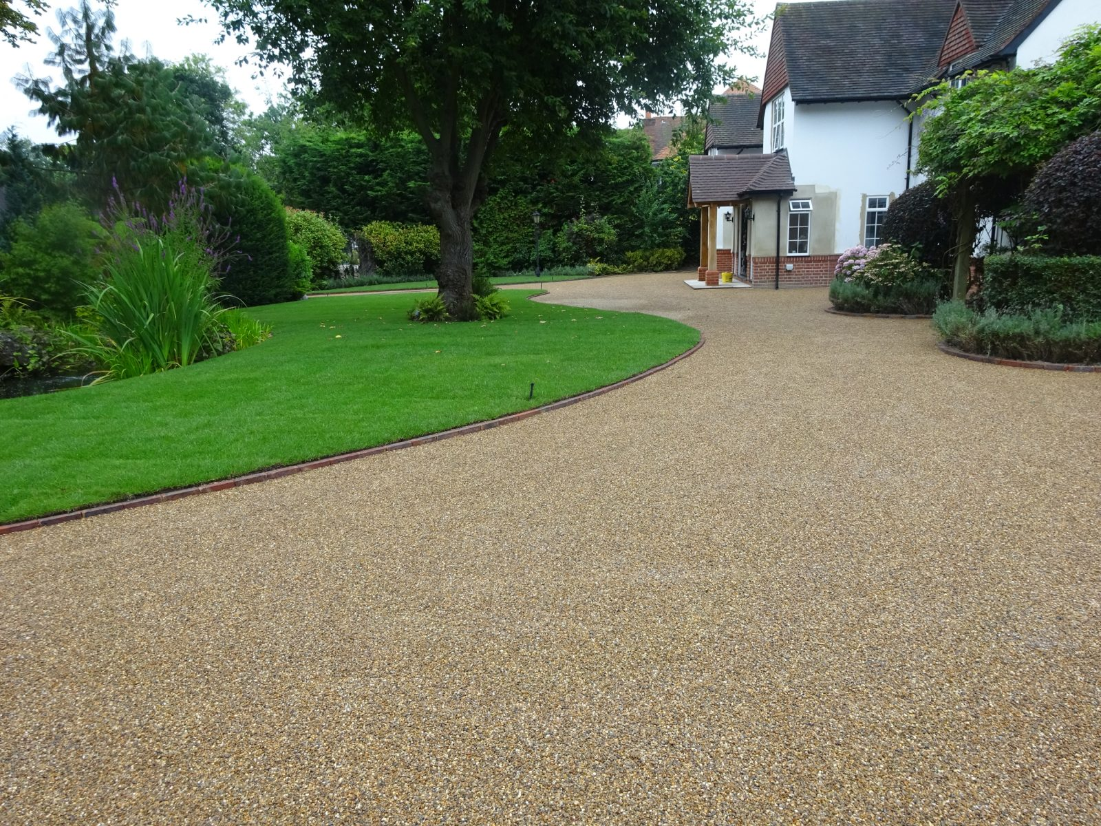 Penfold Driveways Specialists in hot tar & coloured driveways